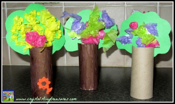 Toilet paper tube forest, tissue trees, toddler dexterity, learning colours, rainy day activities for children and toddlers, photo