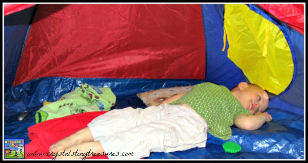 Toddlers and camping fun, ejoyment of tents, rainy day activities for children and toddlers, photo