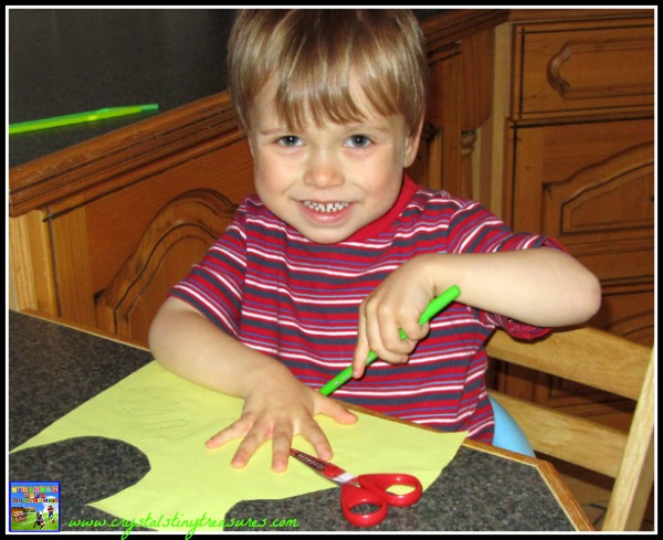 Tracing around a hand, paper crafts for kids, photo