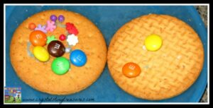 candy and digestive cookies, what to do on a rainy day, how to entertain children, photo