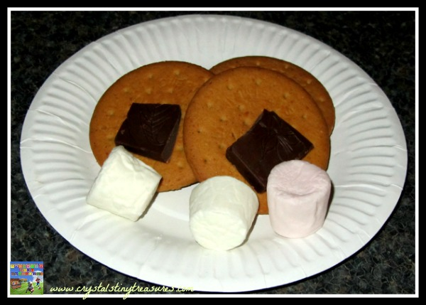 Marshmallows, chocolate, digestives, graham crackers, photo