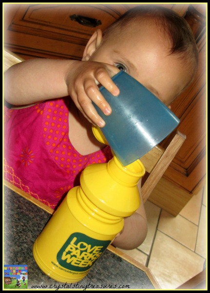 Pouring practice and toddlers, water fun for toddlers, how to keep toddlers attention, toddler fun at the table, photo
