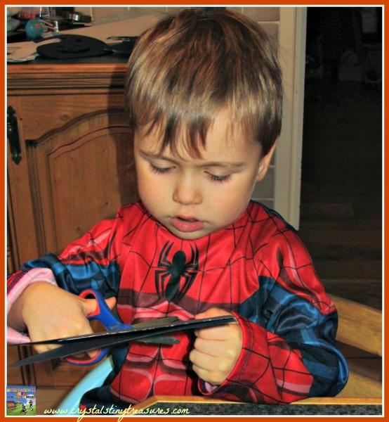 Fine motor skills and scissor practice for pre-schoolers, Halloween crafts for kids, photo