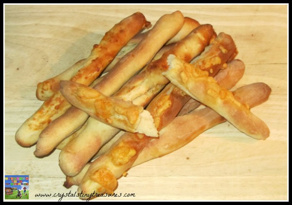 plain and cheese breadsticks, soup accompniants, breadstick recipe, homestyle breadsticks, photo
