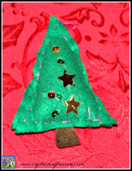 Sewing with pre-schoolers, first sewing project, pre-school Christas decorations, photo
