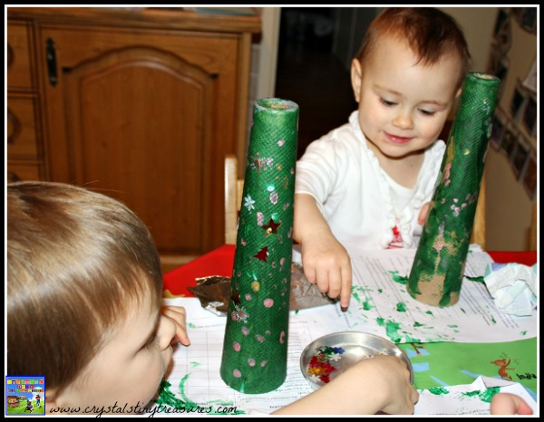 pompom crafts for young children at Christmas, photo