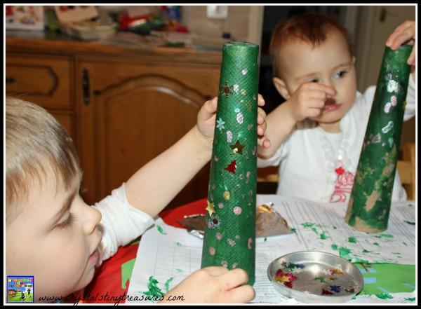 Decorating Christmas trees for kids, Christmas tree crafts, upcycling Christmas crafts, photo