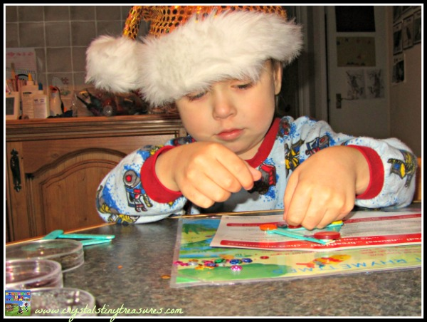 Childminding crafts for Christmas, homemade gifts for kids to make, photo