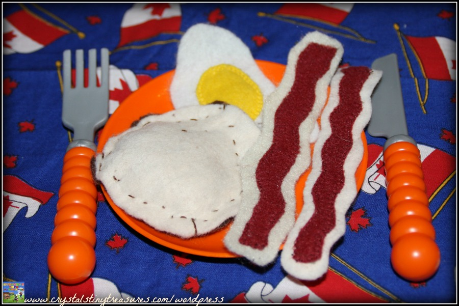 Fun felt food, homemade play food, frugal play food, photo