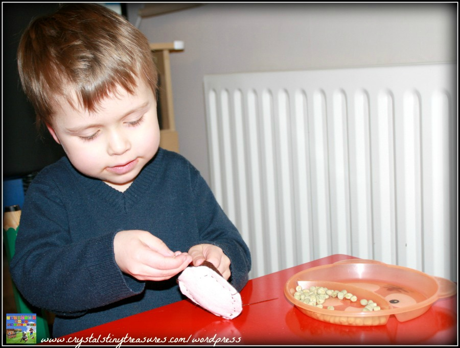 Fine motor skills, childminding activities, babysitting activities, nursery activities, photo