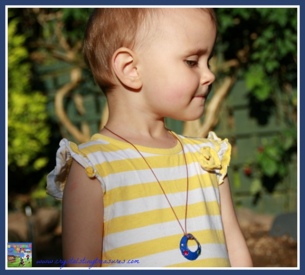 jewellery for kids, frugal artwork, frugal jewellery, make your own necklace, photo