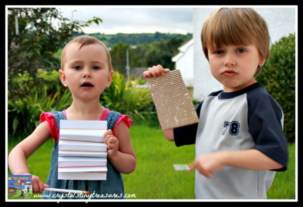 Playing the homemade washboards, music fun with kids, daycare craft activities, photo