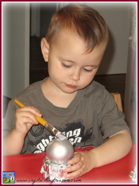 making tissue covered Christmas balls, kids Christmas crafts, Christmas tree decorations made by kids, photo