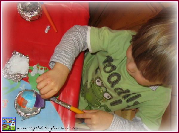 Christmas fun for little ones, tissue paper crafts, Christmas baubles, childminding crafts, babysitting crafts, photo