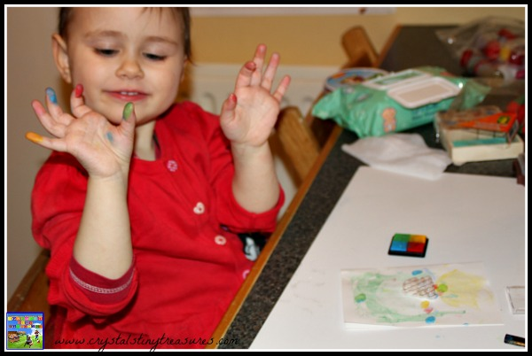 Making finger print cards is fun for preschoolers!, DAycare Easter crafs, Easter crafts for kids, photo