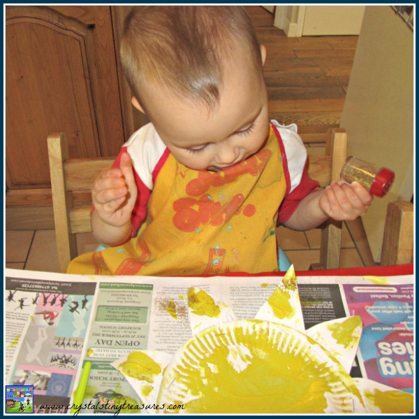 Painting and glittering, toddler crafts, daycare crafts, preschool crafts, homeschool crafts, photo