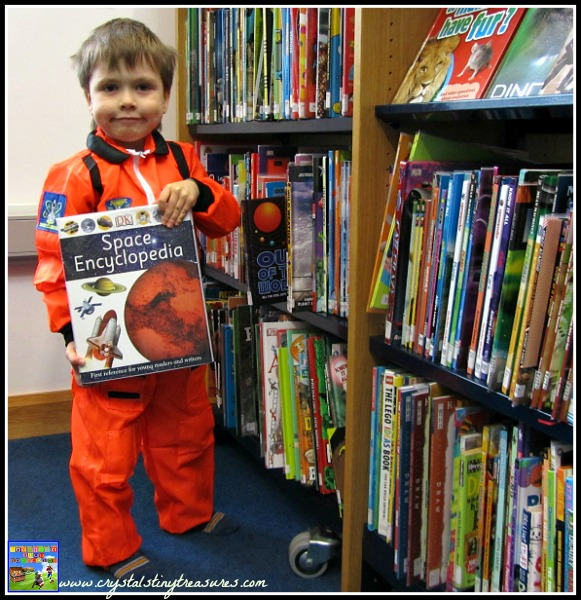 Astronaut costume for kids, costumes for books, photo