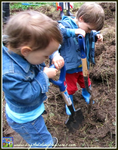 Digging up to plant a bat garden, nature with kids, photo