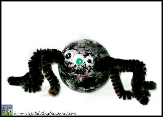 Easy spider craft for kids, Halloween decorations, pipe cleaner crafts, photo