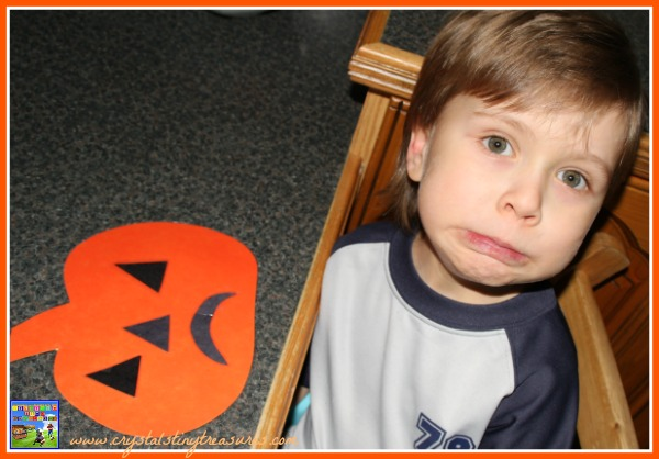 Jack O Lantern face imitation, games to learn emotions, learn shapes, autumn fun for kids