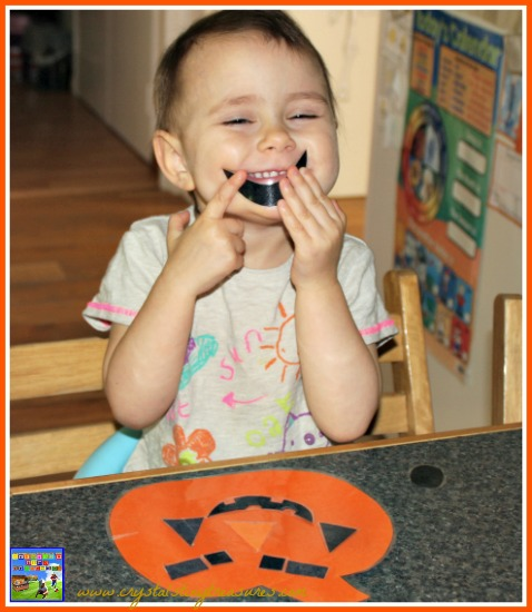 Jack o Lantern face is a fun activity for toddlers and preschoolers, Halloween fun for kids, Halloween activities for toddlers