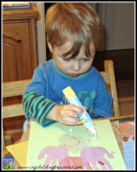Creating a handprint angel for Christmas