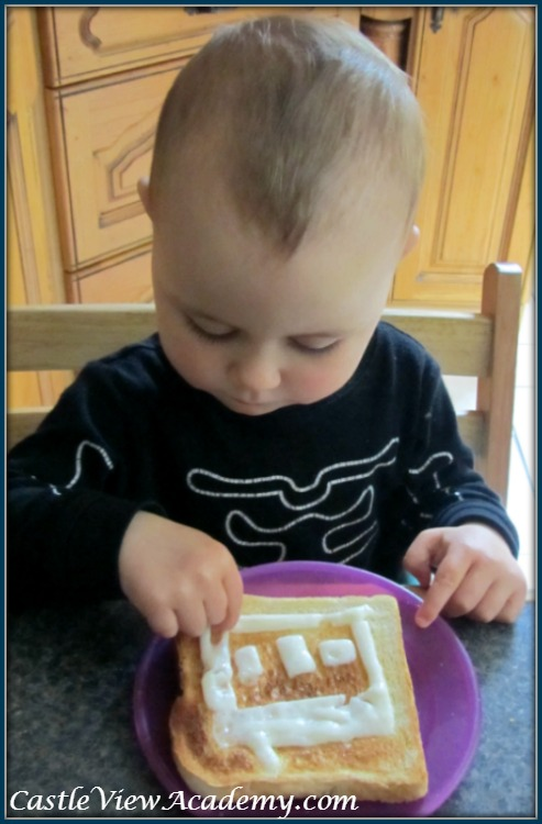 Cheesy toast in the shape of a house makes lunch a lot of fun