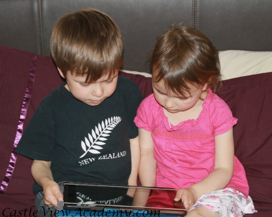 Reading books on SmartKidz Media For Homeschoolers on Android