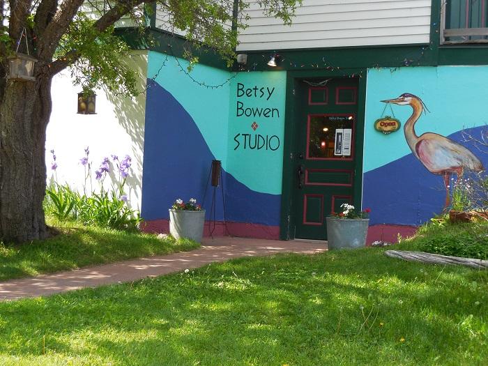 Betsy-Bowen-Studio-outside
