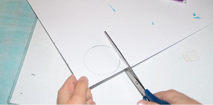 Cut paper in a circle