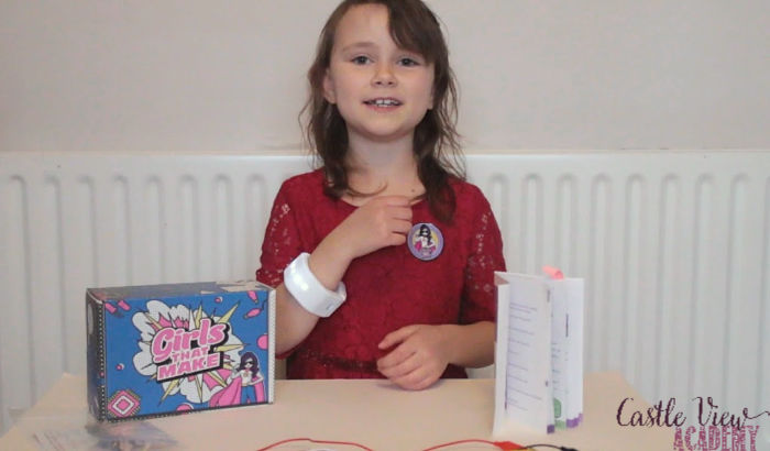 Castle View Academy completes Sparkly bracelet from Girls That Make