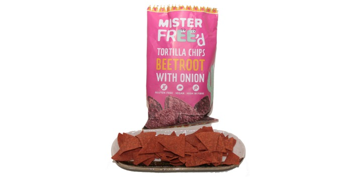 Tortilla chips beetroot with onion