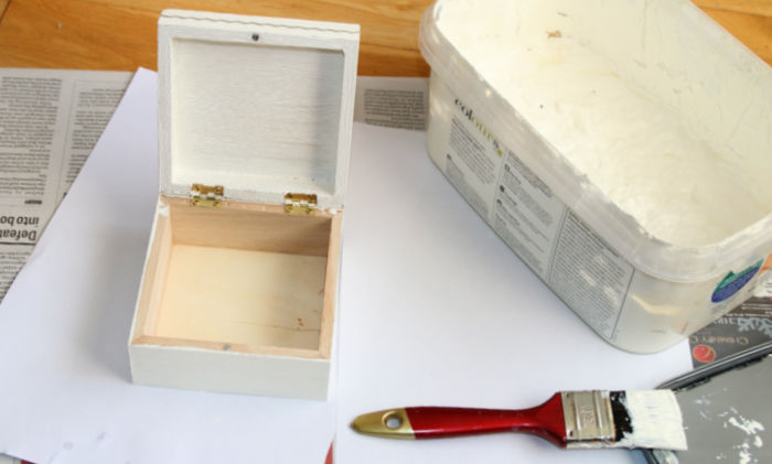 Turning a plain wooden box into something pretty